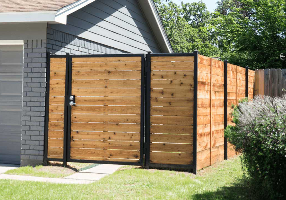 https://putnamexteriors.com/wp-content/uploads/2020/06/Wood-Fence.jpg